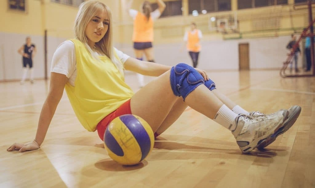 Nike Kobe Volleyball Shoes. volleyball player using basketball shoes. Kyrie Volleyball Shoes. Kobe Shoes for Volleyball.