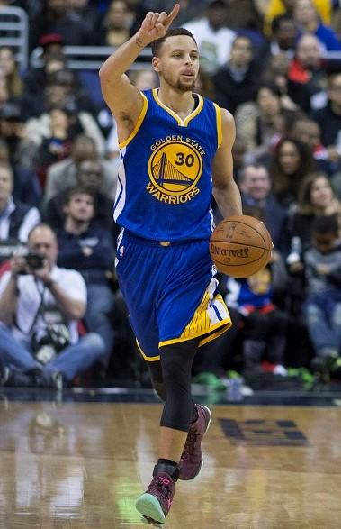 Stephen Curry: basketball shorts. Golden State Warriors basketball shorts. Best basketball shorts for men. NBA basketball shorts.